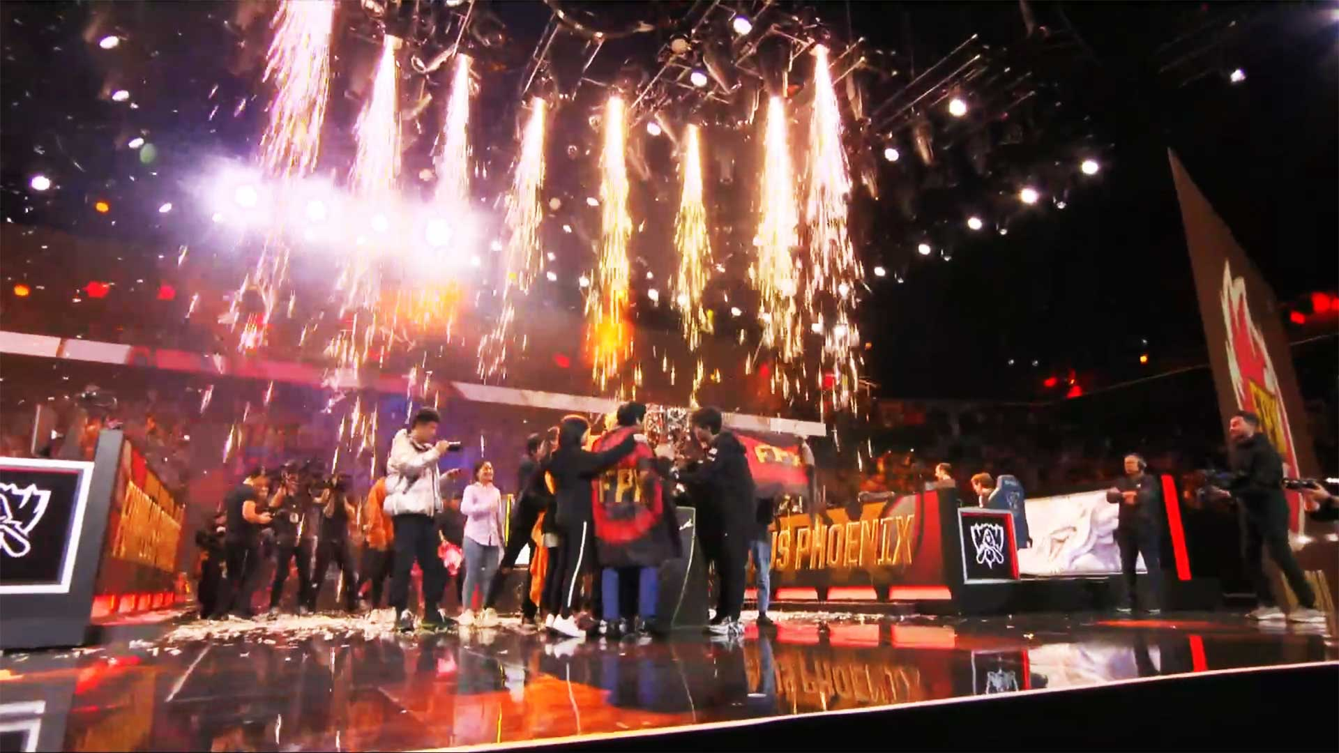 Riot Games PRESHOW Finals 2019 World Championship G2 Esports vs. FunPlus Phoenix Twitch Google Chrome 10 babt